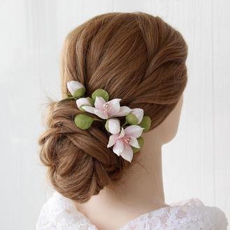 Шпилька з квітами. Заколка з квітами. Прикраса в зачіску. Шпильки з рожевими фрезиями.