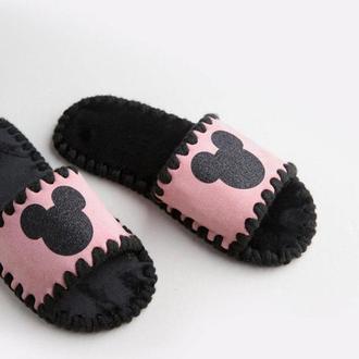Детские домашние тапочки Микки, розового цвета, открытой формы