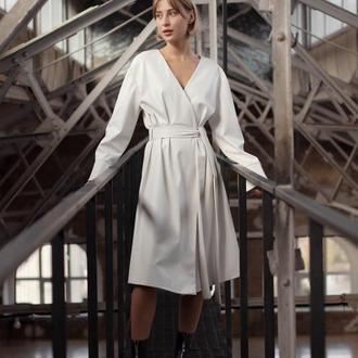 Платье на запах из экокожи теплое