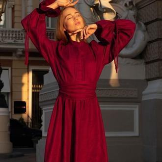 Бордовое платье в викторианском стиле