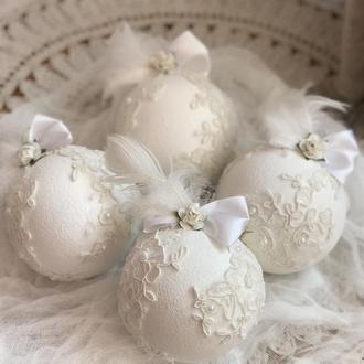 Новогодние шары для елки белые