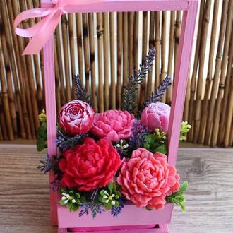 Мыльный букет в розовой деревянной корзине