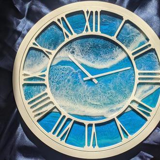 Часы с римским циферблатом и эпоксидной смолы