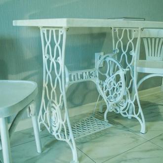 Столик в стиле лофт белого оттенка
