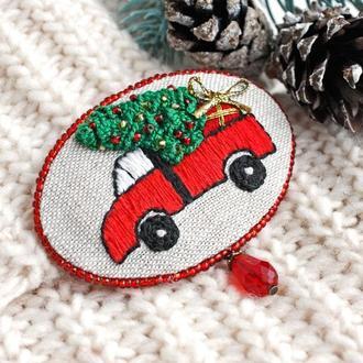 Зимняя брошь елочка Красная брошь машинка Текстильная бохо брошь на свитер