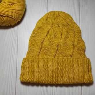 Горчичная шапка бини с косами меринос