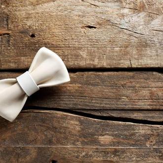 Кожаная галстук - бабочка. Белая галстук - бабочка