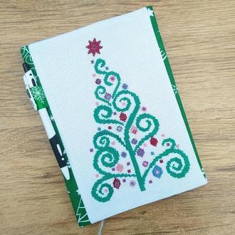 Блокнот с вышитой новогодней елочкой. Двусторонняя обложка.