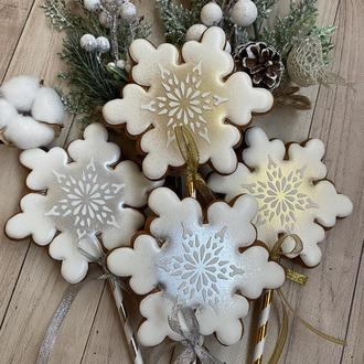 Пряники-снежинки на палочках