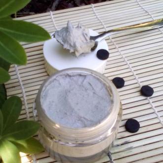 Скраб для обличчя,рук,шиї, зони декольте із активованим вугіллям та білою глиною