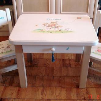 Комплект детский с росписью стол и 2 стула. Массив ясеня.