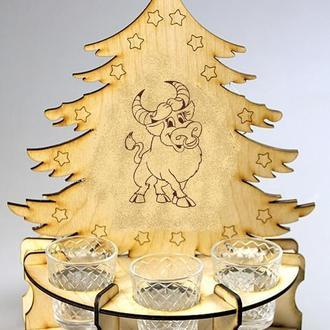 Ёлка-минибар с новогодней тематикой