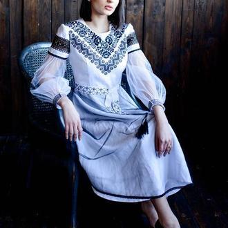 Льняное платье с традиционной вышивкой