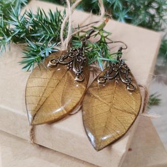 Серьги-листья чёрные с золой патиной и бронзовой фурнитурой.