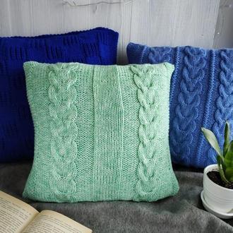 Диванная подушка (наволочка) вязаная зеленая с узором косы на пуговицах - 40*40 см