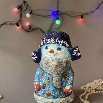 Симпатичный снеговик