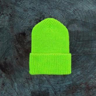 Вязаная желтая неоновая шапка бини с отворотом