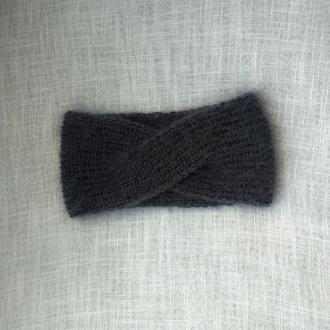 Серая вязаная повязка на голову