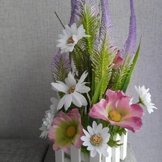 """Интерьерная композиция """" Луговые цветы в заборчике""""."""