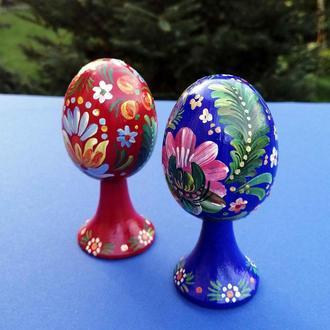 Набор декоративных яиц на ножке. Авторская работа в стиле Петриковская роспись