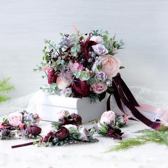 Набор свадебных украшений: бутоньерка и браслет в розово-сиренево-марсал цвете.