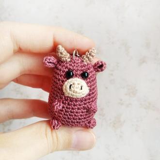Вязаный брелок Бычок, маленький бычок, символ Нового года, новогодний подарок