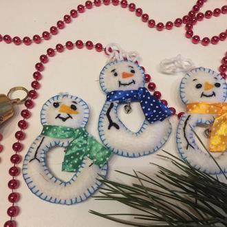 Новорічний декор сніговичок з фетру новорічна іграшка на ялинку