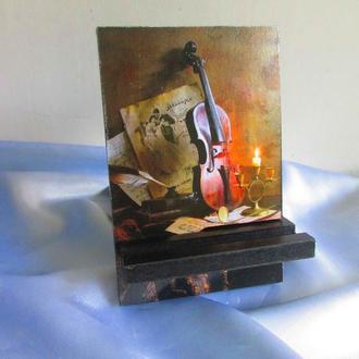 Подставка для телефона, смартфона, планшета. электронной книги ′Звуки скрипки′ оформлена в техни
