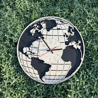 Деревянные настенные часы Планета