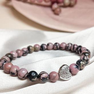 Браслет из натуральных камней, браслет из родонита, браслет с сердцем, подарок