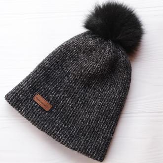 Двуслойная бесшовная вязаная шапка с натуральным помпоном (сине-серый меланж)