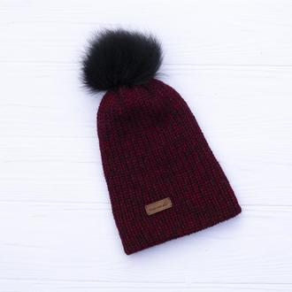 Двуслойная бесшовная вязаная шапка с натуральным помпоном (марсала)