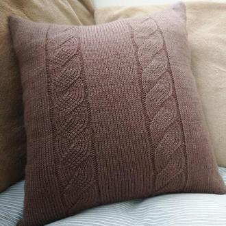 Декоративная вязаная подушка с косичками - шоколадная