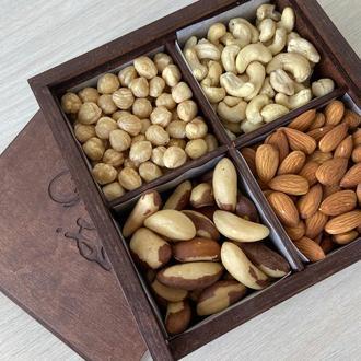 Подарочная коробочка асорти с орешками и цукатами, 600+ грамм
