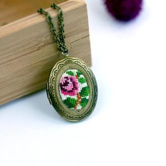 Медальон с вышивкой / Медальйон для фото