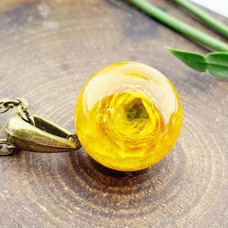 Кулон с ярким жёлтым лютиком Подарок жене маме сестре девушке (модель № 2642) Glassy Flowers