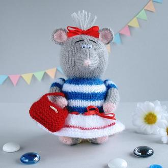 Крыска - морячка, мягкая игрушка вязаная спицами.