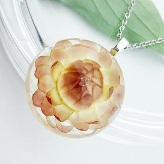 Персиковый кулон. Подвеска с гелихризумом. Кремовый цветок Лотос(модель № 2658) Glassy Flowers