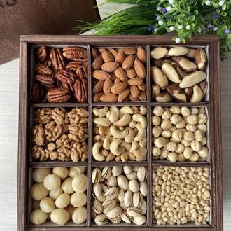 Большая подарочная коробочка асорти с орешками и цукатами, 1250+ грамм