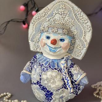 Снеговая красавица