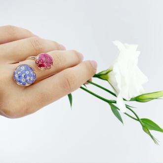 Двойное кольцо поцелуйчик с цветами розового вереска и незабудок (модель № 2667) Glassy Flowers