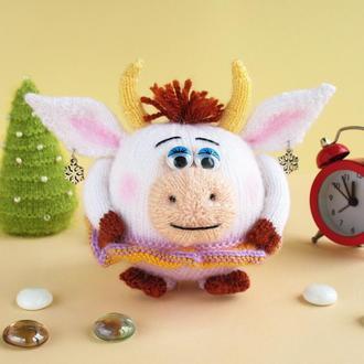 Круглая коровка - Машуня, мягкая игрушка связана спицами. Символ 2021 года.