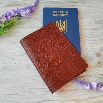 Обложка на паспорт кожаная коричневая с тиснением  лев Украина