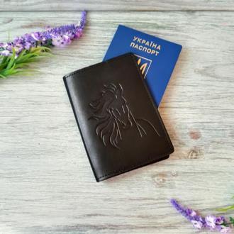 Обложка на паспорт кожаная черная с тиснением конь Украина ручная работа