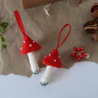Вязанный мухомор игрушка на елку новогодний декор амигуруми