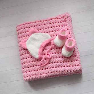 Комплект для малышей: плед + шапочка + пинетки