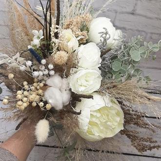 Букет свадебный с пионами и эвкалиптом. Белый букет в стиле прованс с сухоцветами