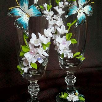 Бокалы с обьемными белыми цветами жасмина
