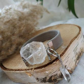 Кожаный серый браслет с горным хрусталем ′Айсберг′