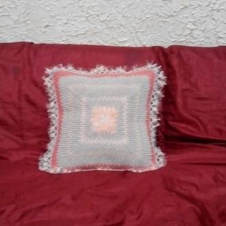 Диванная вязанная подушка